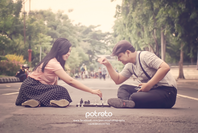 prewedding surabaya-foto prewedding casual outdoor car free day surabaya