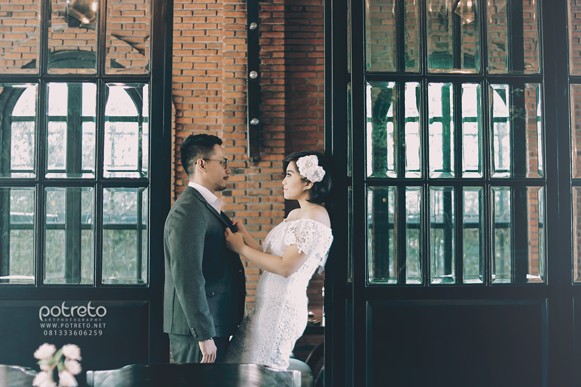 prewedding di cafe, foto prewedding di cafe, konsep prewedding di cafe, tema prewedding di cafe, foto prewedding di cafe surabaya, foto prewedding cafe, foto prewed cafe, prewedding cafe, jasa foto prewedding di cafe surabaya, prewedding di resto, prewedding di restoran, foto prewedding di restoran, foto pre wedding, foto pre wedding indoor, foto pre wedding outdoor, foto prewedding, foto prewedding indoor, foto prewedding outdoor, foto pre wedding di surabaya, foto pre wedding indoor di surabaya, foto pre wedding outdoor di surabaya, foto prewed, foto prewed indoor, foto prewed outdoor, potreto, potreto photography, potreto surabaya